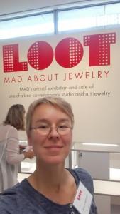 Der Aufbau im Museum ich bin da - ich bin glücklich Dekorationg the case at LOOT 2015 - I am here - I am happy.