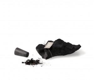Iris Merkle - Schmetterlingsurne - Gips Asche Gummi Kohle